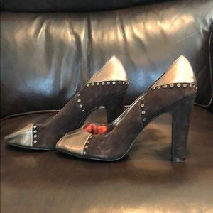 Brown heel with faux leather and suede